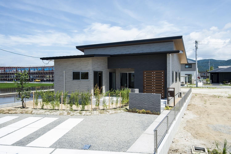 【西区中島小東】家賃並みのお支払い、テラスを囲む平屋のモデルハウス完成!